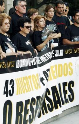 CONCENTRACIÓN DE APOYO A LA ASOCIACIÓN DE VÍCTIMAS DEL METRO DE VALENCIA